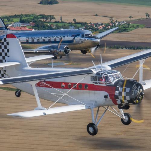 Antonov AN-2 i Douglas DC-3 Daisy – Air-to-Air